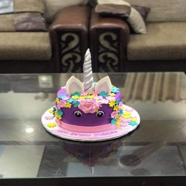 unicorn cake with fondant